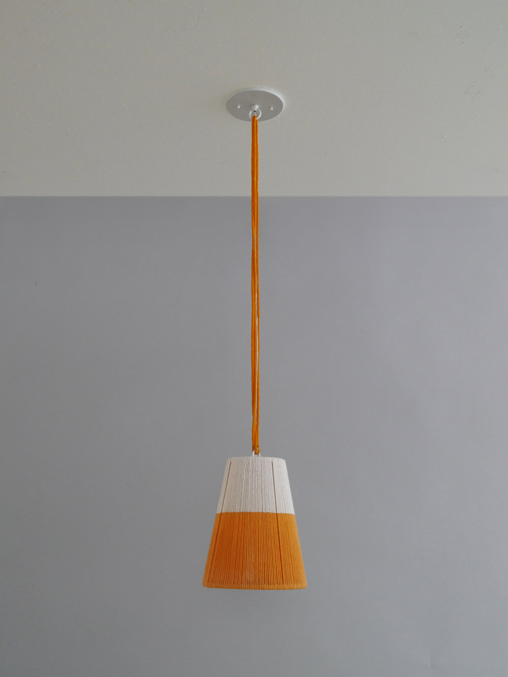 Rope_C-182_Horizon String Tapered Pendant_White_Orange.jpg