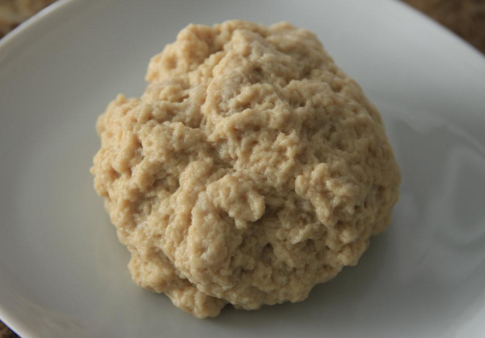 Il glutine rimanente dopo il lavaggio con la farina