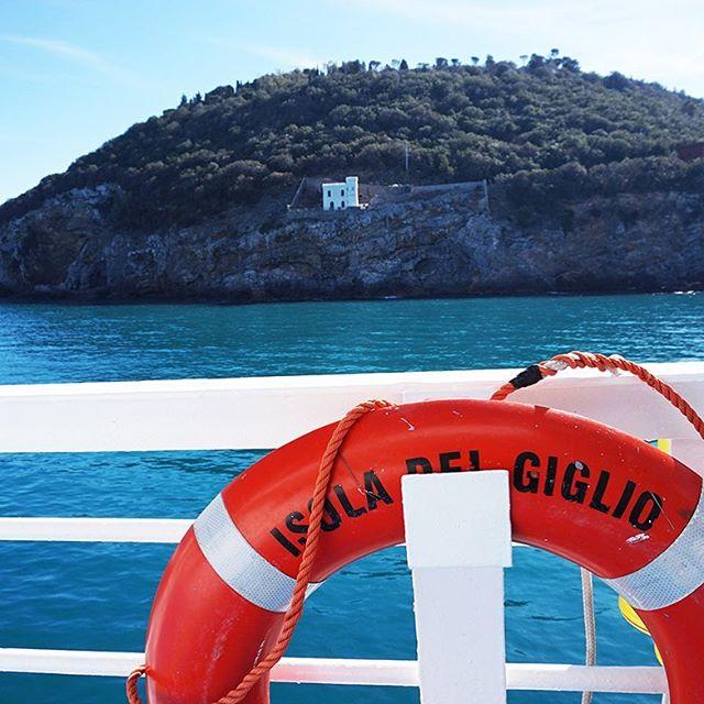Buon weekend di Pasqua a tutti! Ci vediamo sull'isola più bella del mondo 💙 🐣 #isoladelgiglio #igersgiglio #tuscany #toscana #giglionelblu #relax #holidays  #beach #mare #rent #house #summer #island #islandlife #ocean #ship #sailing #landscape #italy #italia #volgoitalia #giglionews #blu #tourism #tourist #travel #wanderlust #stayandwander #volgotoscana #igersmaremma