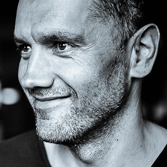 Hans Vera<br> Photojournalist<br> Iceland