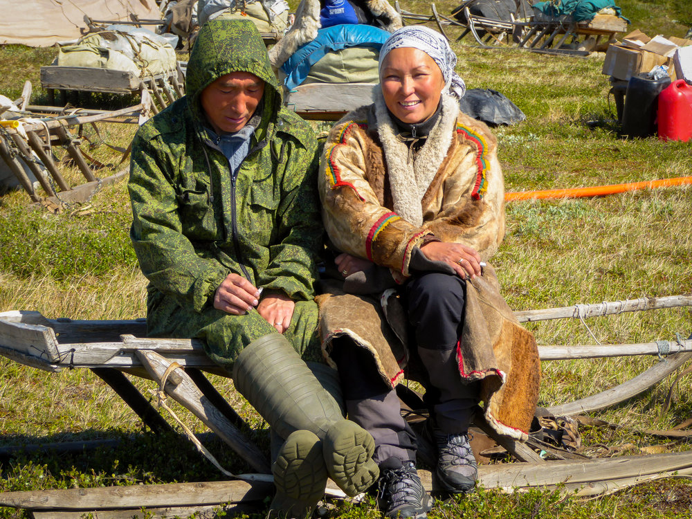 Researcher Zoia Vylka Ravna with veterinarian Denis Khudi. JONAA©Stine Barlindhaug
