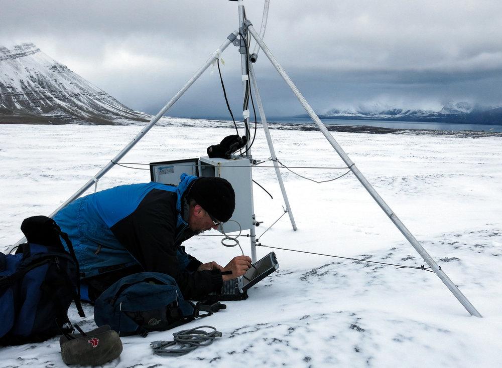 Science research in Svalbard. JONAA©Helge M. Markussen