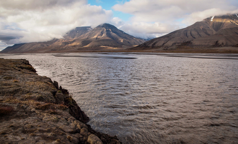 The Adventelva river flowing into Adventfjorden, Svalbard.  JONAA©Uta Brandt