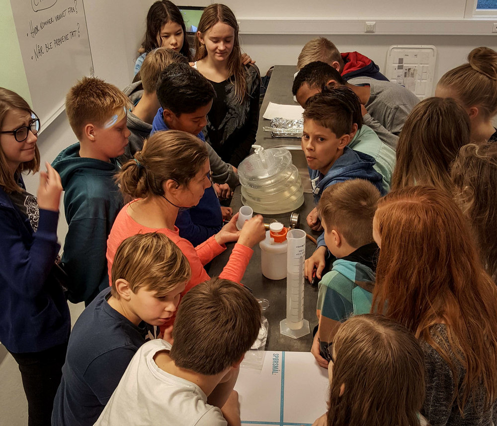 Students from Bardufoss ungdomskole in Norway learning to filter river water samples from Målselv. JONAA©Siri Beate Arntzen
