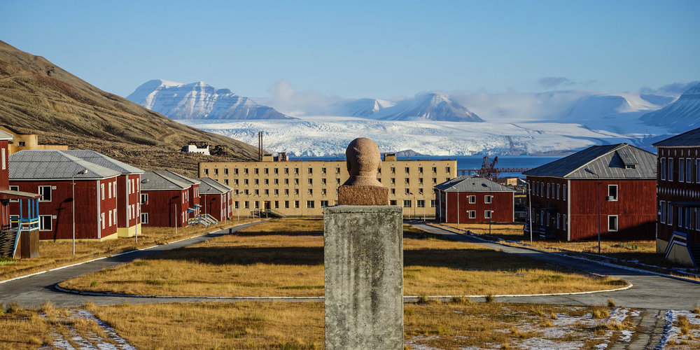 Comrade Lenin has a great panorama view over the town with the Nordenskiold glacier in the background. The town is still Russian state-owned.  JONAA©Thomas Nilsen