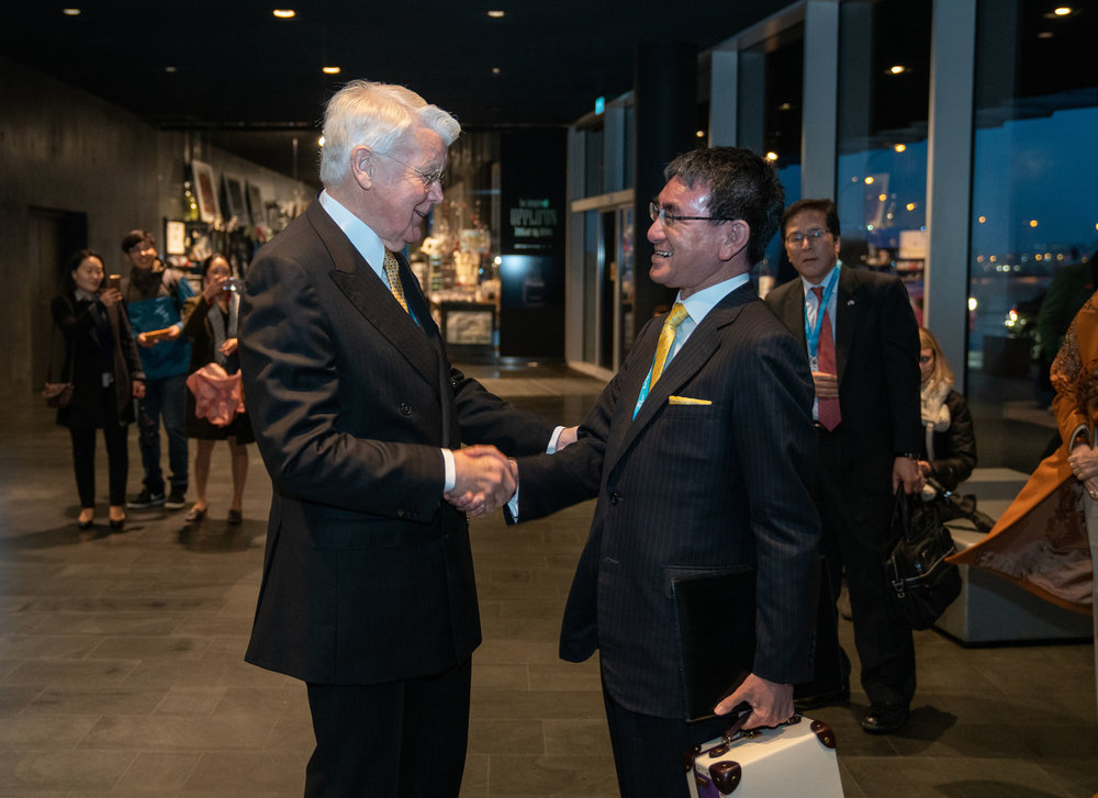 Mr. Grímsson greeting Japan's Minister of Foreign Affairs, Mr. Taro Kono on arrival to the 2018 Arctic Circle Assembly. JONAA©Óli Haukur Myrdal