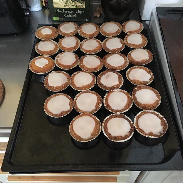 Var bara tvungen att prova baka mazariner och jag tycker att de blev bra. Blir gott till kaffet under dagen :)