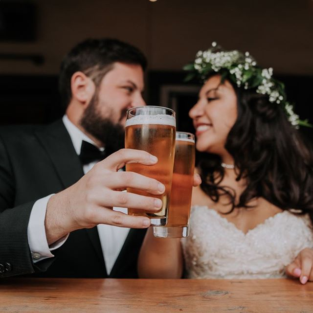 """CHEERS!  IT'S MONDAY! 🍻 Y'all...just because it is a Monday doesn't mean that today has to have any of the """"Monday blues"""" feels.  Celebrate the little things today and find gratitude in all you do 🤗 I would love to know just one thing you are grateful for right now! See comments for my answer! - - - #austinweddingphotographer #austintexasweddings #elopmentphotographer #livelifebeautifully #creativelifehappylife #momentsovermountains #chasinglight #indiebride #outdoorweddingphotographers #greenweddingshoes #loveauthentic #postthepeople #weddinginspiration #coloradofilmphotographer #coloradoelopement #liveauthentic #artofvisuals #bridesofaustin #travelingweddingphotographer #authenticweddingphotographer #unclebillys @unclebillys #cheers #happymonday #mondaymotivation"""