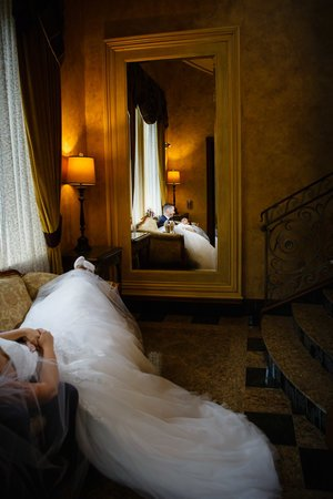 wedding-seasons-couple-in-mirror-005.jpg