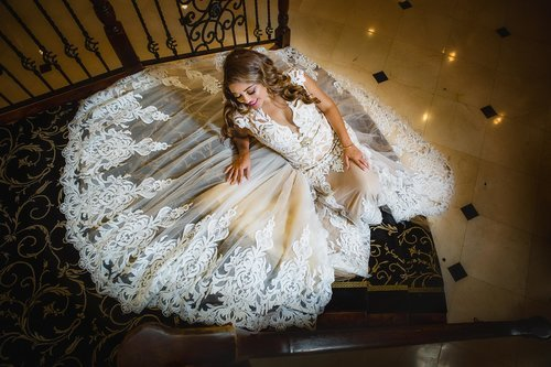 Aviero-brides-dress-staircase-tides-estate-0943.jpg