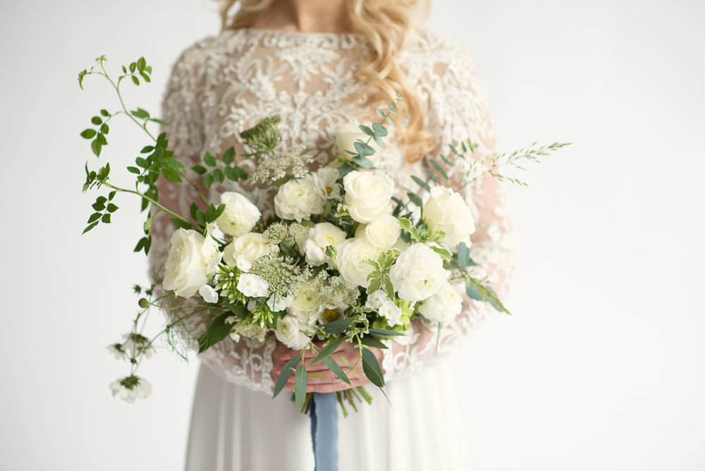 Classic-green-and-white-wedding-bouquet