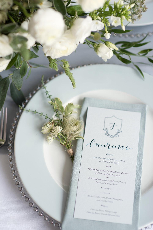 Elegant-blue-wedding-table-setting