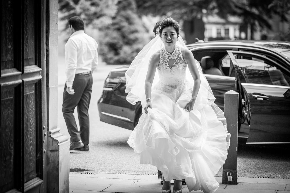 Oxford college wedding_bride gets out of car