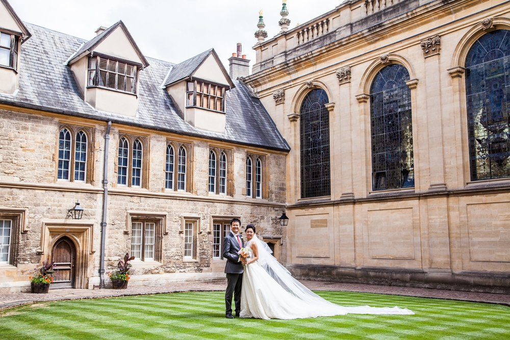 Oxford college wedding_couple pose at Trinity College