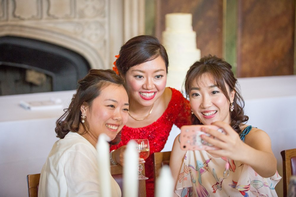 Oxford college wedding_bride has a selfie with friends