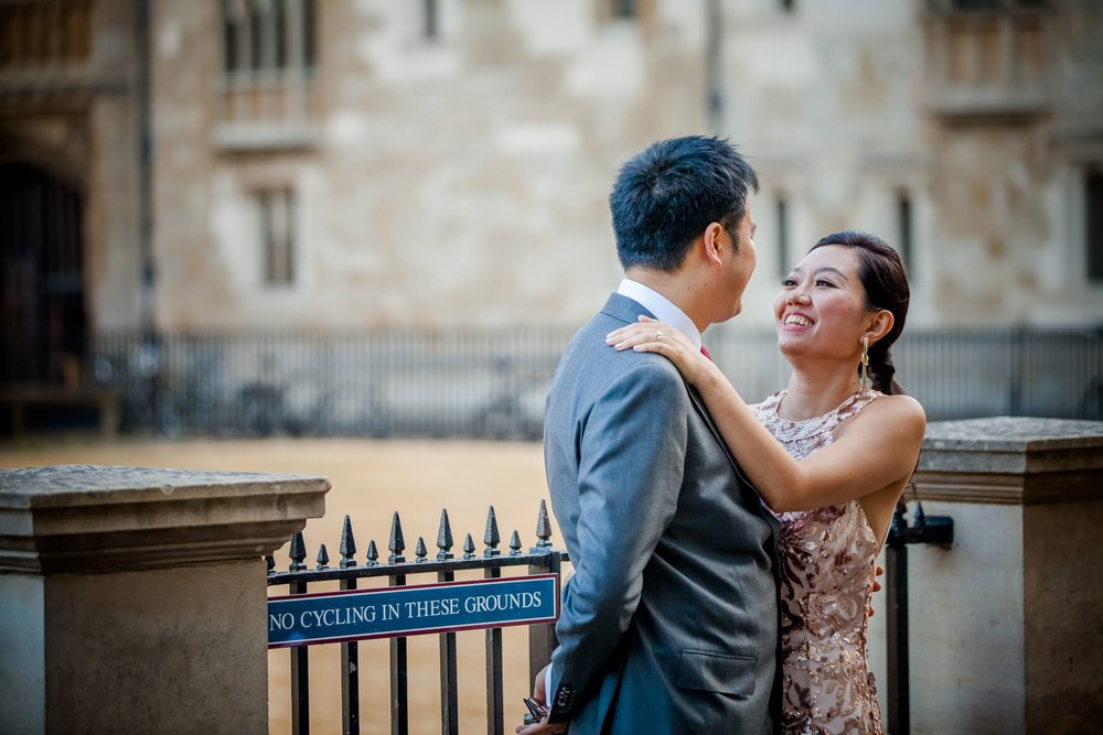 Oxford college wedding_couple pose in front of Radcliffe Camera Oxford