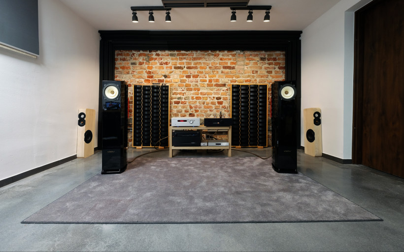 The Zeth is an elegant column loudspeaker - that delivers a natural and pure audio pleasure. Real fullrange. Inside the Zeth a special developed driver is used.