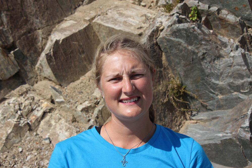 Emilie - Et ophold på Alpehøjskolen har blandt andet givet mig venner for livet, tid til at reflektere over mig selv og mit liv, lysten og modet til at gå ud og udleve mine drømme og givet mig de fedeste oplevelser i Alperne som riverrafting, cykling, vandring og klatring.