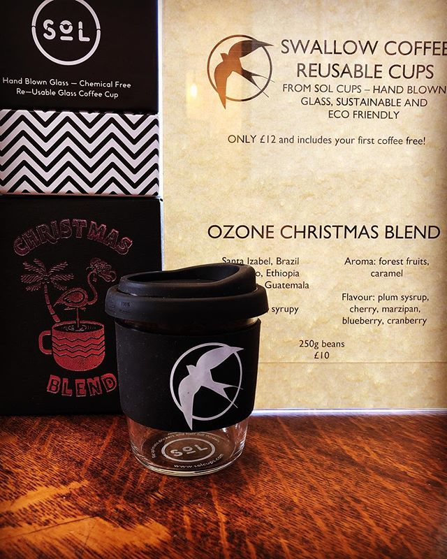 Christmas treats. The @ozonecoffeeuk  festive blend and Swallow Coffee Shop @solcups_uk now available. #swallowcoffeeshop #shebu #goldhawkroad #christmasgifts #solcups #fruity