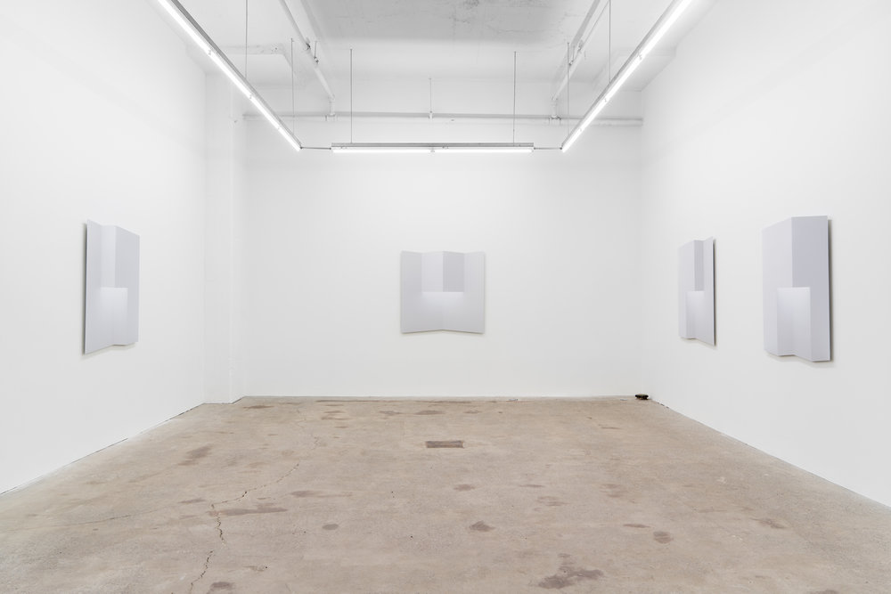 Caroline Cloutier, Pliages , 2018, exhibition view, Galerie Nicolas Robert, photo : Jean-Michael Seminaro