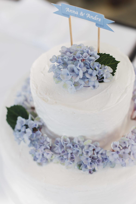 Hochzeitstorte mit Hortensien