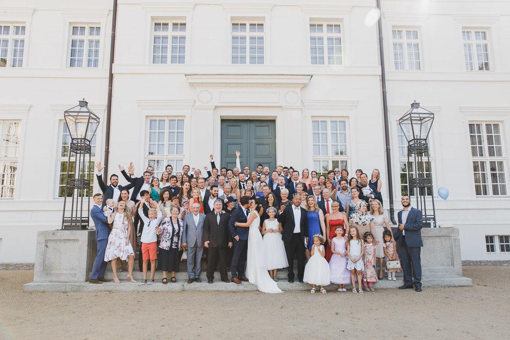 Feierliche Hochzeitsgesellschaft