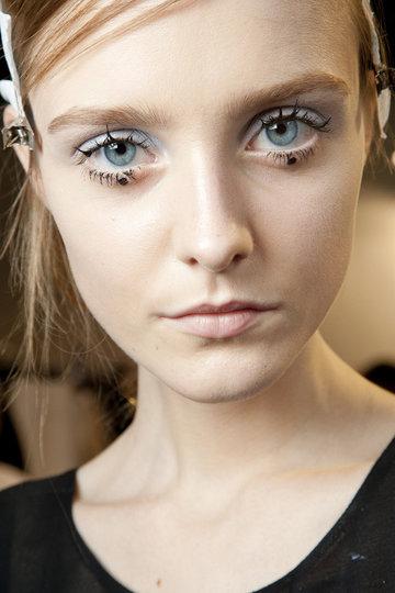 Rochas Makeup mit Punkten.jpg