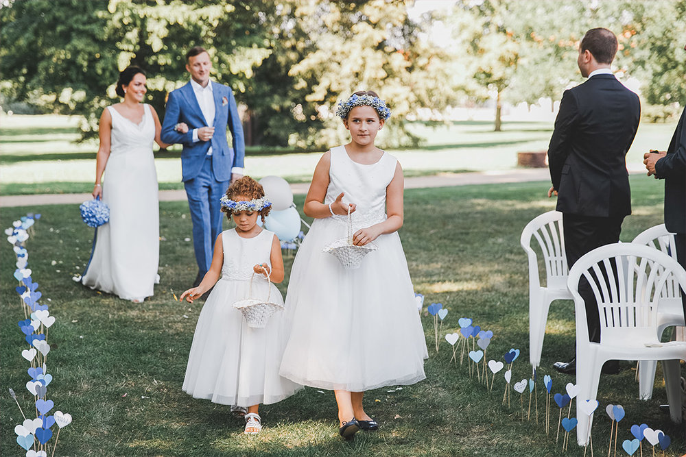 Einmarsch der Braut mit Blumenmädchen
