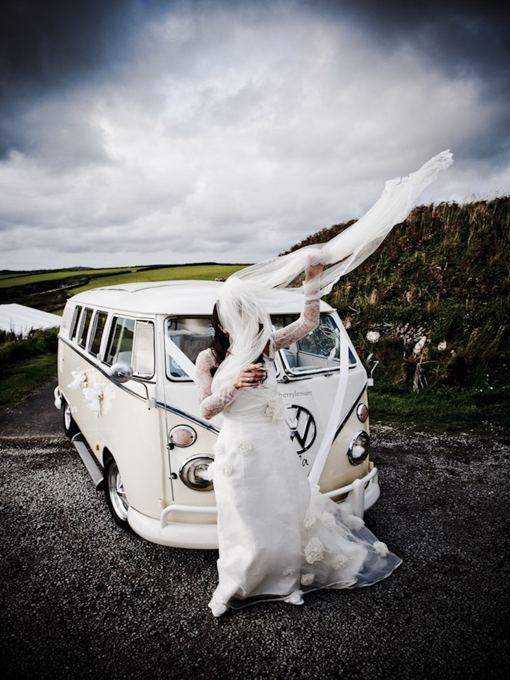 Nachhaltigkeit_VW Bus mit Braut