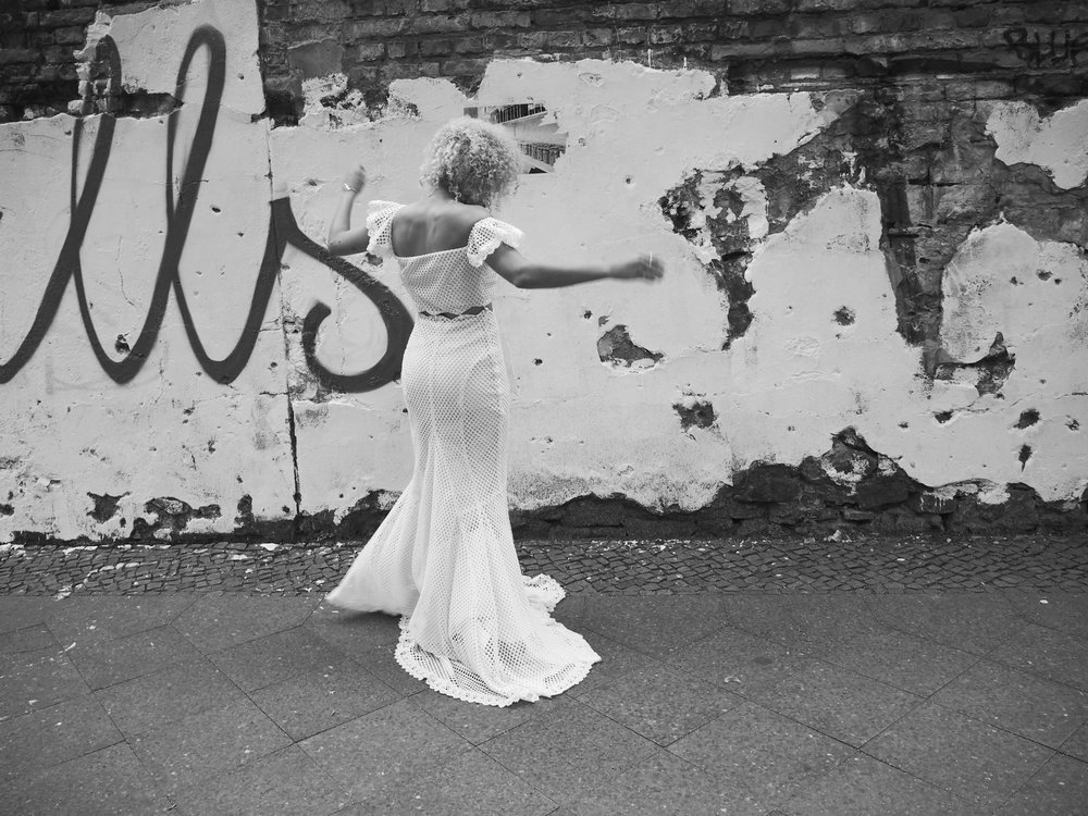 Bezauberndes Brautkleid und Brautschmuck