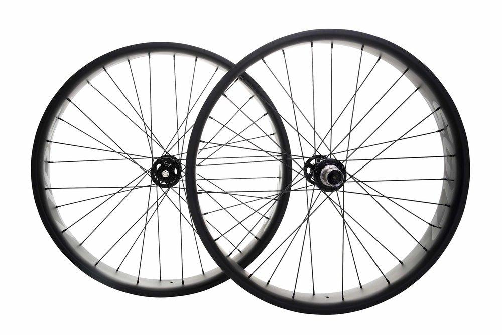 lios-carbon-fatbike-wheelset-black-image-2.jpg