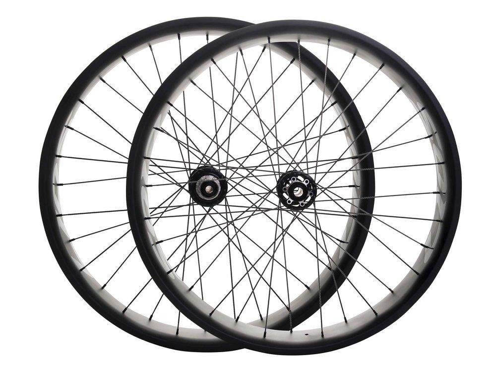 lios-carbon-fatbike-wheelset-black-image-1.jpg