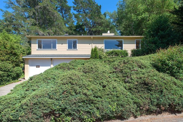 SOLD - 7 Neila Way, Mill Valley, CA4 bed/ 3 bath, 1638 sf$980,000Represented BuyersNegotiated price reduction