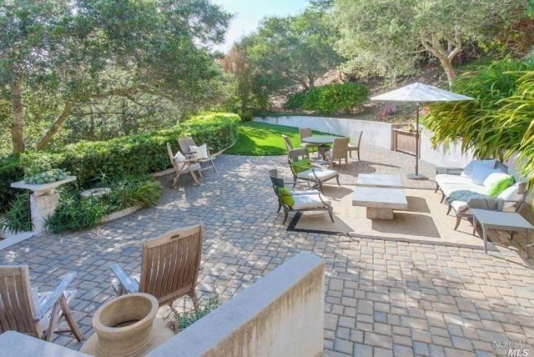 SOLD - 1082 California Ave, Mill Valley, CA4 bed / 3 bath, 2530 sf$1, 850, 000Represented Buyers