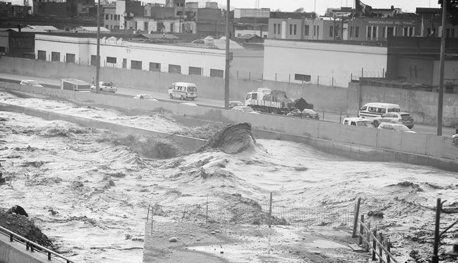 Las aguas del Río Rímac se desbordaron este miércoles. (Mario Zapata).jpg