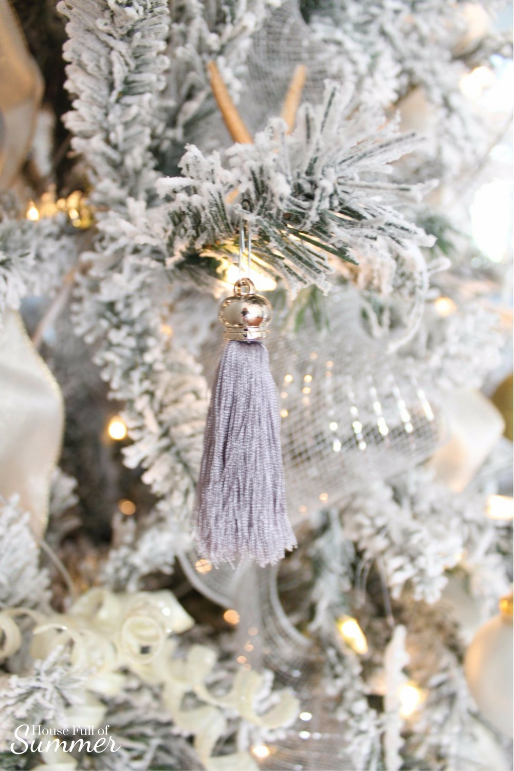 Christmas Home Tour | House Full of Summer blog hop - Cheerful Christmas Home Tour fringe tassel ornament, coastal christmas neutral christmas decor, holiday home tour, florida christmas,