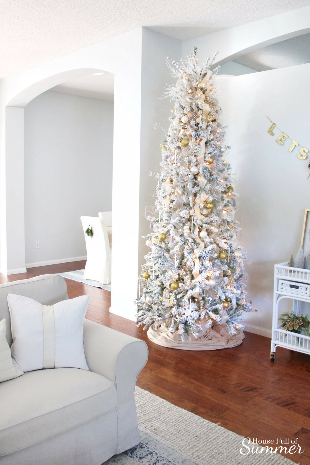 Christmas Home Tour | House Full of Summer blog hop - Cheerful Christmas Home Tourcoastal christmas neutral christmas decor, holiday home tour, florida christmas, living room, gold and silver christmas tree