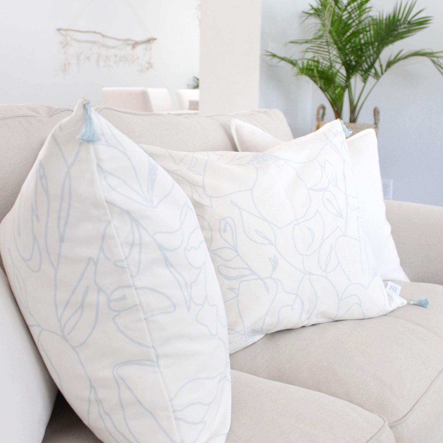 Remarkable The Best Throw Pillow Inserts That Never Need To Be Re Bralicious Painted Fabric Chair Ideas Braliciousco