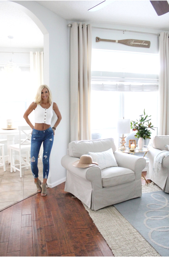 Fall Fashion & Decor for warm climates | Loveliest Looks of Fall Tour | House Full of Summer living room decor, coastal decor, fall foliage, transitional decor, fall greenery arrangement, DIY decor, budget decorating ideas, knit crop tank top button up tank top, distressed jeans, frayed skinny jeans, fall outfit, fall hat, sandals, Florida outfit ideas, fall style, #housefullofsummer