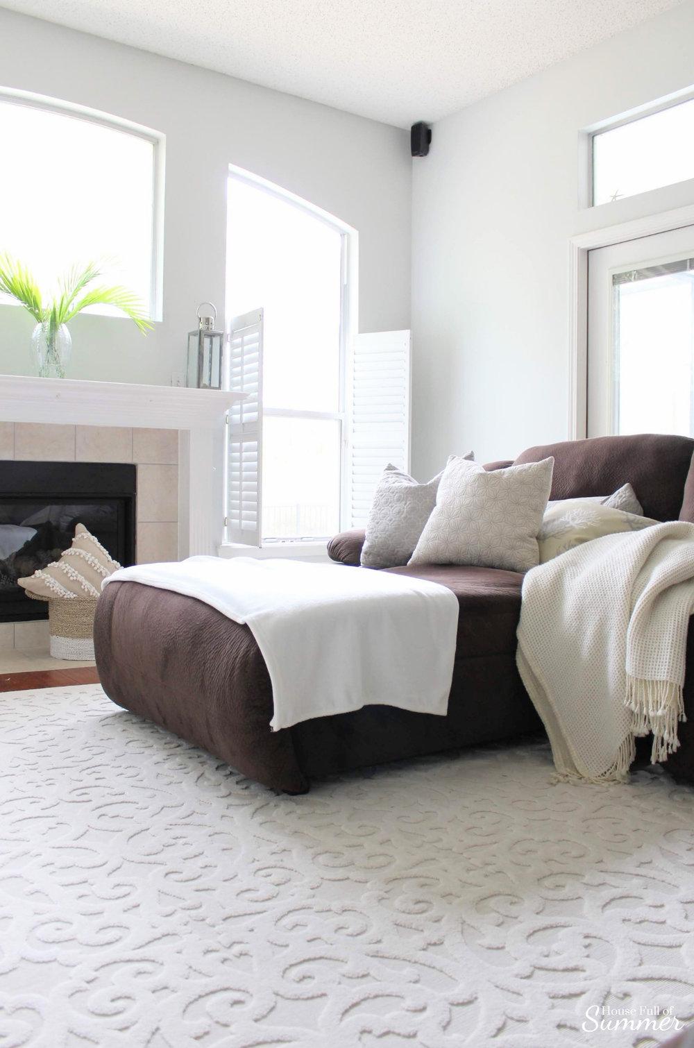 How I Chose My Calming Coastal Gray Wall Color | Tips for Choosing Interior Paint Colors #housefullofsummer #coastaldecor  @housefullofsummer #paintcolor #graypaint #greypaint #coastalpaintcolors #coastalhome #beachhouse