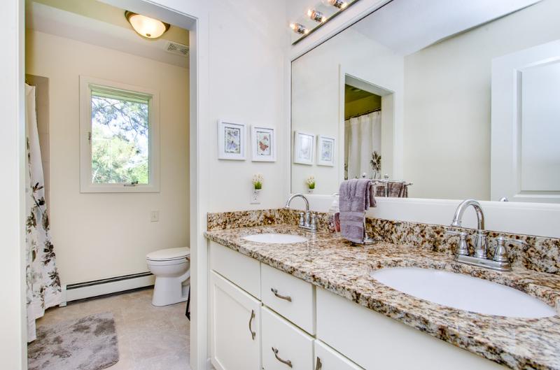 CC Guest Bath.jpg