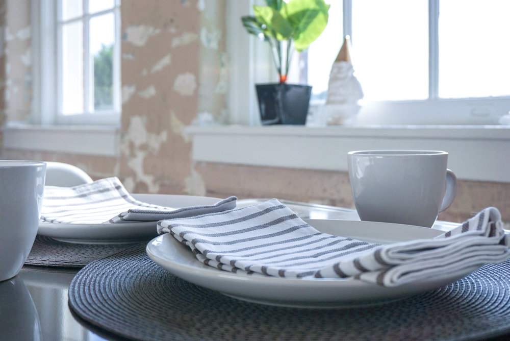 AIRY APARTMENT DINING ROOM PLACESETTING.jpg