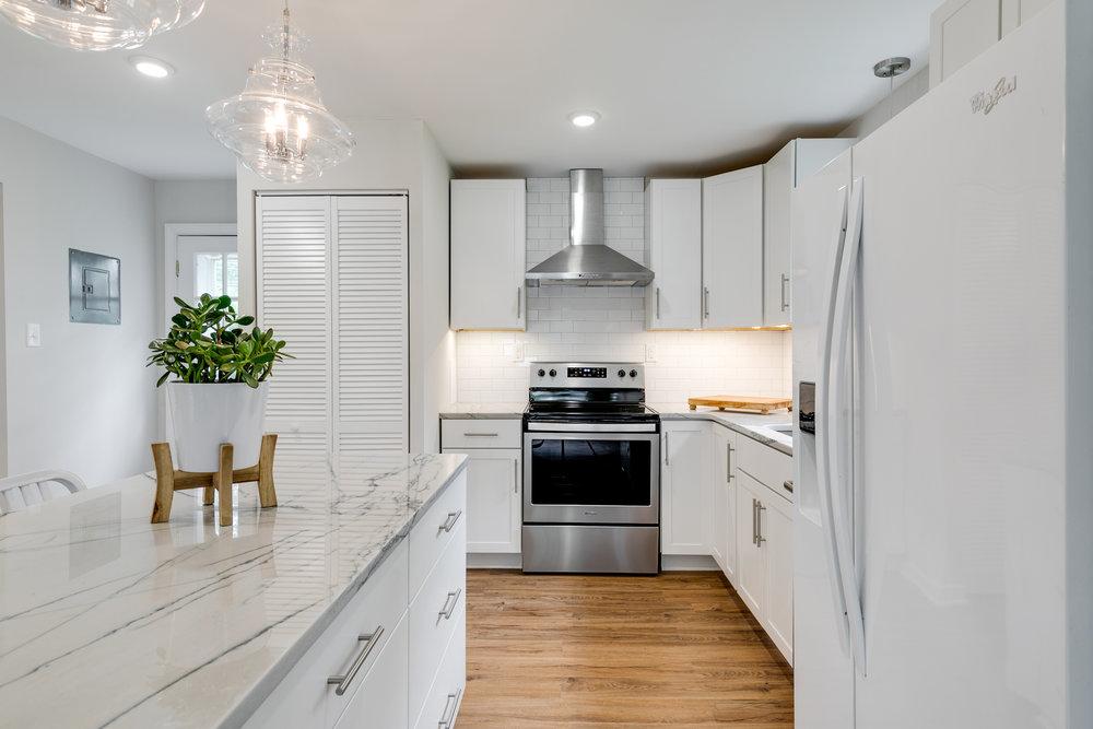 1406 Coronet Drive Kitchen (8 of 40).jpg