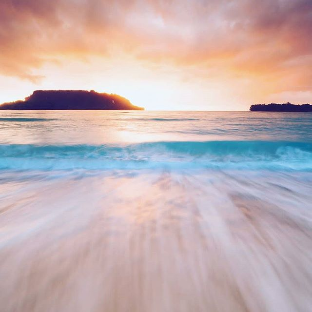G O O D  M O R N I N G 🌅 It's going to be a good day! 📷@jewelszee . . . . #DiscoverSanto #DiscoverVanuatu #Vanuatu #EspirituSanto #portolry #sunsetbeach #exploremore #instagood #instadaily #beachtime #beautifullocation #islandlife #southpacificislands #pacificparadise #theglobewanderer #ThisIsSanto #sunrise #igdaily #instamood #tropicalvacation #travelawesome #travelstoke