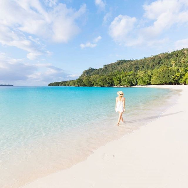 I wish you were here ✨ 📷@photography_byron_bay . . . . #DiscoverSanto #DiscoverVanuatu #champagnebeach #Vanuatu #EspirituSanto #ThisIsSanto #theglobewanderer #travelmore #exploremore #instadaily #igdaily #southpacificislands #pacificparadise #travelawesome #travelstoke #letsgosomewhere #blueskies #tropicalvacation