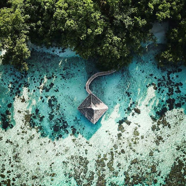 Life is all about trusting your feelings, taking chances, and finding happiness. Who would you like to find happiness with in Santo? 📷@captyvate . . . . #DiscoverSanto #DiscoverVanuatu #vanuatu #EspirituSanto #ratua #resortlife #dronephotography #dronepilot #dronesdaily #dronesofinstagram #dronelife #exploremore #findhappiness #theglobewanderer #islandlife #islandsofadventure #southpacificislands #tropicalvacation #pacificparadise