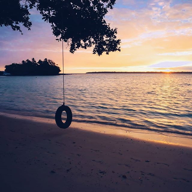 Every sunset is an opportunity to reset 💫 📷@laurenepbath . . . . #DiscoverSanto #DiscoverVanuatu #Vanuatu #EspirituSanto #exploremore #barrierbeach #ThisIsSanto #travelawesome #travelstoke #islandlife #islandlove #instagood #islandsofadventure #southpacificislands #pacificocean🌊 #pacificparadise