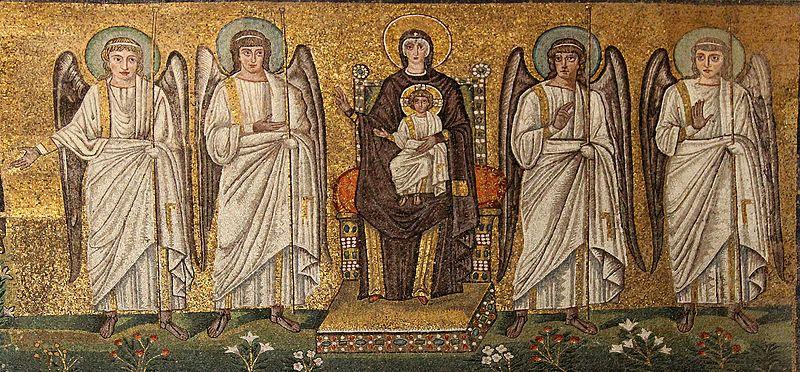 https://commons.wikimedia.org/wiki/File:Sant%27Apollinare_Nuovo,_mosaico_della_Madre_di_Dio_in_trono_con_il_Bambino,_circondata_da_quattro_angeli._-_panoramio.jpg
