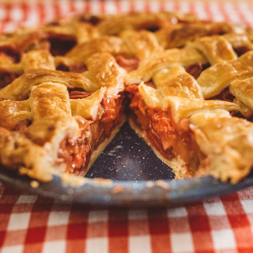 strawberryrhubarbpie-2.jpg