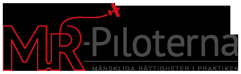 Syntolkning: MR-piloternas logotyp består av namnet MR-piloterna med texten Mänskliga rättigheter i praktiken nedanför. Från bokstaven R i MR flyger ett rött flygplan.